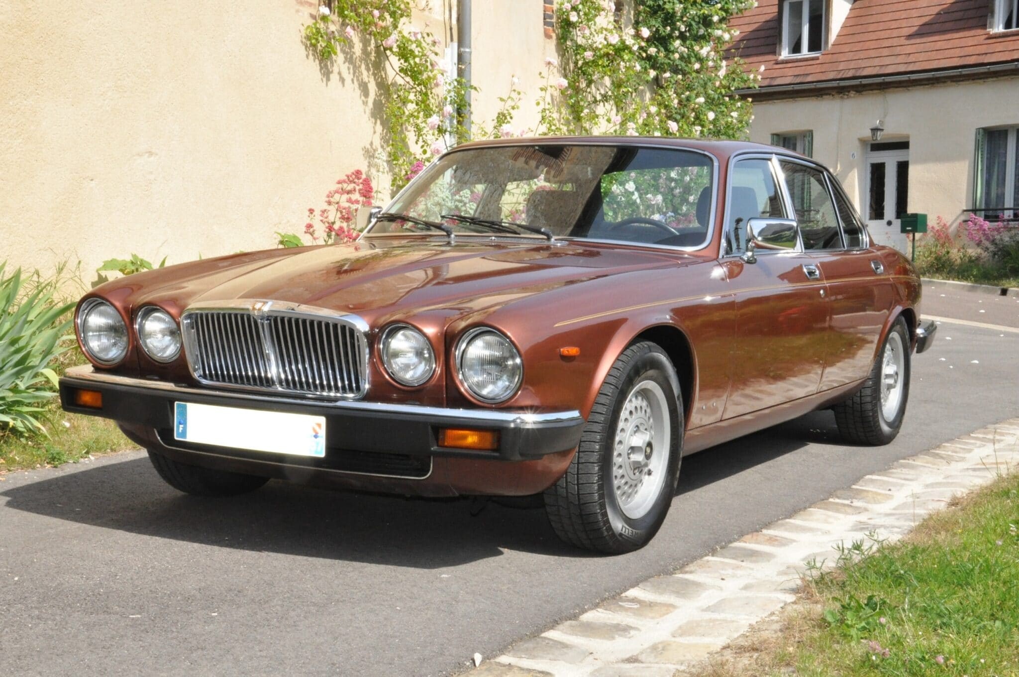 louez une jaguar xj12 autos r tro plaisir. Black Bedroom Furniture Sets. Home Design Ideas