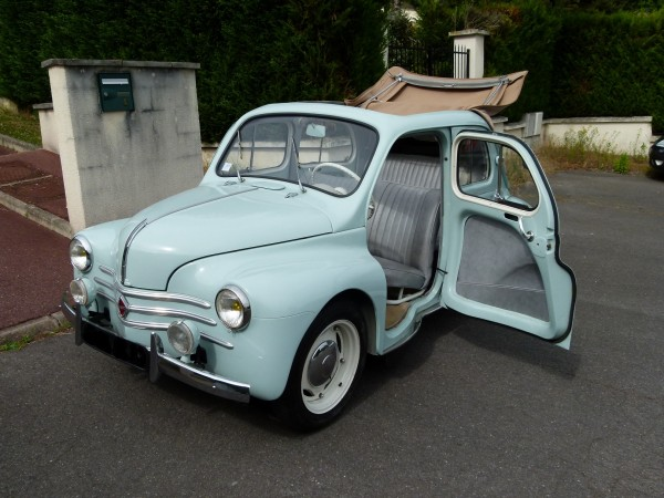 louez une renault 4 cv autos r tro plaisir. Black Bedroom Furniture Sets. Home Design Ideas